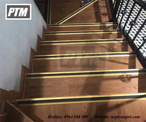 Giải pháp an toàn chống trơn trượt cầu thang